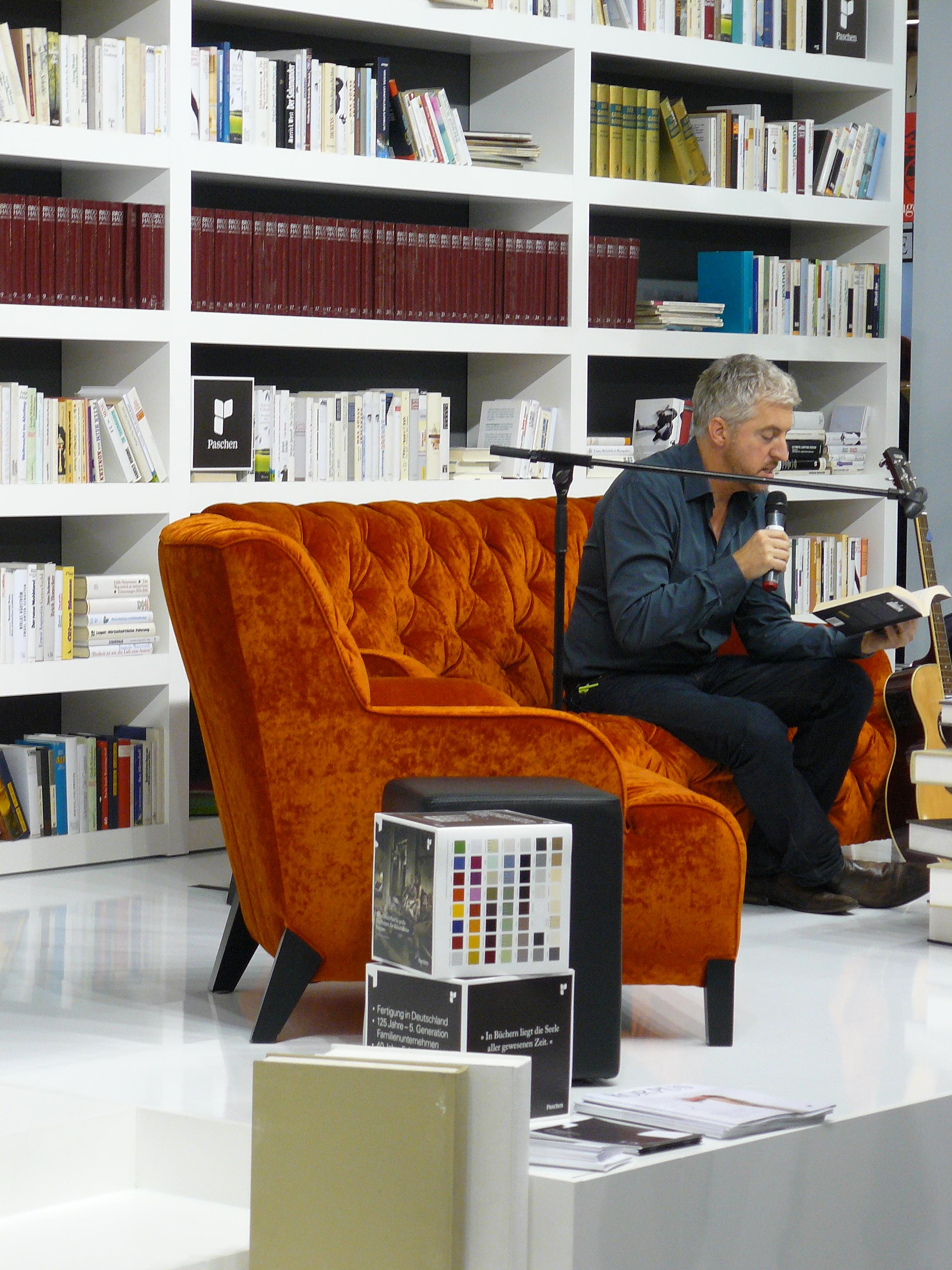 Neuseeländischer Autor bei einer Lesung